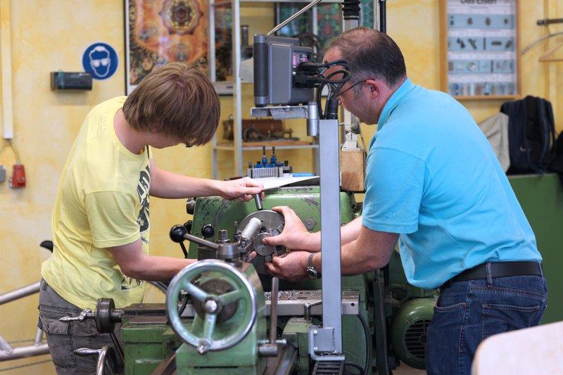 Handwerk und Waldorfschulen vereinbaren Kooperation zur Berufsorientierung